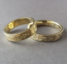Celtic Wedding Rings by Irish Silversmith Eileen of Claddagh Design. Contact Eileen directly to order your perfect Irish wedding bands. Free secure worldwide delivery.