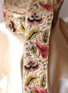 Vintage silk embroidery from Bombay - I think a good idea for a future project - embroidered trim. Silk Ribbon Embroidery, Vintage Embroidery, Embroidery Art, Vintage Sewing, Embroidery Stitches, Embroidery Patterns, Machine Embroidery, Embroidered Silk, Indian Embroidery