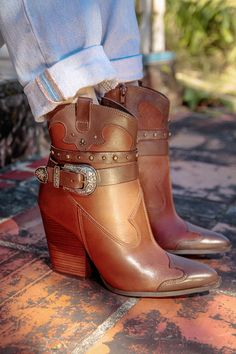 Bota Marrom 162001 Country Life, Cowboy Boots, Ankle, Shoes, Fashion, Metal Buckles, Red Boots, Taupe, Brown