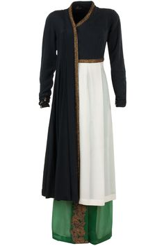 Ivory and black kurta with green lungi available only at Pernia's Pop-Up Shop