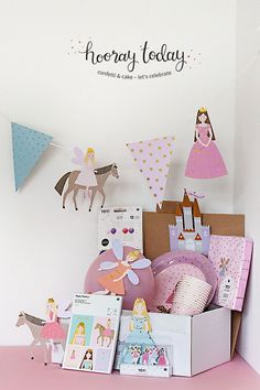 Party Set, Party In A Box, Diy Projects For Kids, Crafts For Kids, Diy Party Boxes, Kids Craft Box, Princess Party Games, Costume Birthday Parties, Unique Gifts For Girls