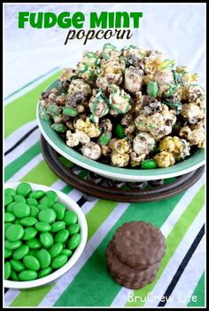 Fudge Mint Popcorn from http://www.insidebrucrewlife.com chocolate covered popcorn with mint cookies and MM candies #popcorn #mint #cookies
