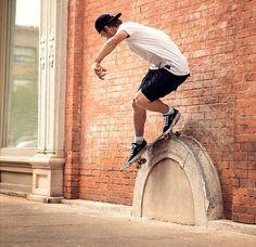 Skate Boy, Skate Surf, Skateboard Pictures, Skateboard Art, Skate And Destroy, Style Matters, Longboarding, Snowboards, Skateboards