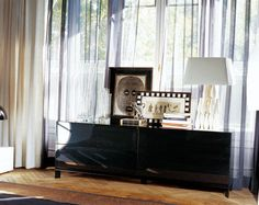 Mueble auxiliar lacado en negro Curtains, Ideas, Home Decor, Black, Home, Blinds, Decoration Home, Room Decor, Draping