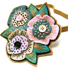 Felt flowers ~ etsy site has oodles of these pretties ......