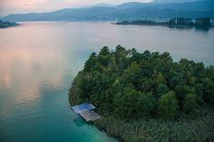Wunderschönes Bild der Kapuzinerinsel #wörthersee #austria #holidays #nature River, Golf, Outdoor, Beautiful Images, Caribbean, Alps, Island, Summer, Nice Asses