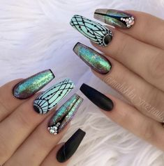 This is the newest trend in nail art – Holographic Nails!Holographic nails are almost intimidatingly. Best Acrylic Nails, Acrylic Nail Designs, Nail Art Designs, Dark Nail Designs, Green Nail Designs, Fancy Nails, Trendy Nails, Nice Nails, Crome Nails