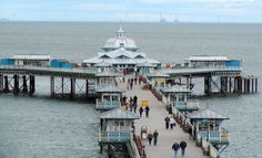 Popular resort Llandudno is offering two events over the May bank holiday, the Llandudno Transport Festival and the Llandudno Victorian Extravaganza. Station Balnéaire, Kayak, Bank Holiday Weekend, Google Images, Wales, Paris Skyline, Attraction, Travel, Events