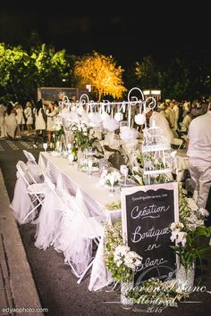 Dîner en Blanc 2015 Montréal … White Dinner, Pop Up Dinner, Diner Table, Catering Table, Le Diner, Paris Theme, Al Fresco Dining, All White, Wedding Table