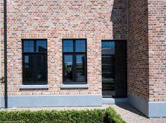 Ramen en deuren jeurissen34 Belgian Style, House Extensions, Industrial House, Brick Wall, House Painting, Windows And Doors, Architecture Details, Construction, Future House