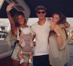 STEFANO DE MARTINO e BELEN RODRIGUEZ#cap#shopart #useyourhat#shopartonline #accessories #cool #hashtag#italianstyle#tuttipazzipershopart#verycool #musthave #what'syouthashtag