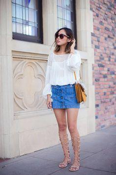 saia-jeans-botões-bata-branca-sandália-gladiadora-nude-como-usar-tendência