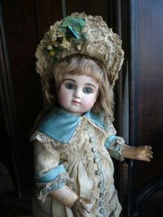 Amazing Steiner Bebe! How beautiful she is! #dollshopsunited #steinerdoll