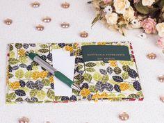 Arte Brasil | Porta Passaporte - Claudia Wada Claudia Wada, Fabric Wallet, Fabric Boxes, Diy Box, Fabric Covered, Fabric Crafts, Patches, Sewing, Handmade