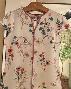 Tremendous Sewing Make Your Own Clothes Ideas. Prodigious Sewing Make Your Own Clothes Ideas. Salwar Designs, Blouse Designs, I Lak, Fancy Tops, Moda Chic, Cool Outfits, Fashion Outfits, Blouse Models, Embroidery Fashion