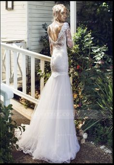 Scoop Neck Floral Lace Trimmed Drooped Waist Tulle Wedding Dress with Long Sleeves