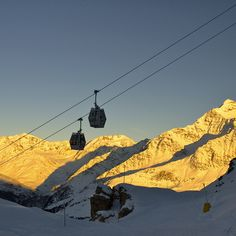 St. Caterina  - offers 35 km of slopes between 1738 m (the town) and 2800 m (Mount Sobretta).  2 blue slopes (low difficulty) 2 km long.   12 red slopes (medium difficulty) 27 km long.  2 black slopes (high difficulty) 6 km long.  10 lifts including the new 8-seater gondola to the Valle dell'Alpe and the Sunny Valley hut which is suitable also for those who do not ski and a new 4-seater chairlift that goes up the crest of Mount Sobretta.