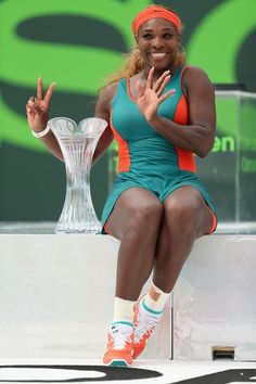 Serena Williams Photos - Serena Williams poses for a portrait after winning the Womens Final of the Sony Open against Li Na of China at Crandon Tennis Center on March 2014 in Key Biscayne, Florida. Serena Williams Photos, Serena Williams Tennis, Venus And Serena Williams, West Palm Beach, Big Black Woman, Athletic Events, Black Celebrities, Celebs, Angeles