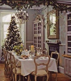Find images and videos about vintage, christmas and decoration on We Heart It - the app to get lost in what you love. Christmas Brunch, Christmas Love, All Things Christmas, Christmas Trees, Merry Christmas, Christmas Palette, Christmas Displays, Cottage Christmas, Elegant Christmas
