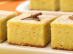 Receita de Bolo de Batata-Doce - bolo ainda quente. Deixe esfriar, corte em losangos e sirva na hora do lanche, ou café da manhã. Tempo de Preparo: 30 minutos Rendimento:...