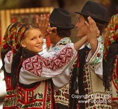 People and Traditions - Maramures, Romania We Are The World, People Around The World, Popular Costumes, Romanian Girls, Republic Of Macedonia, Art Populaire, Folk Costume, My Heritage, Dancer