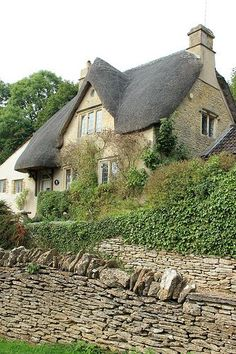 Castle Combe has been called 'The Prettiest Village in England' and with good… Cottage Living, Cozy Cottage, Cottage Homes, Cottage Style, Cottage Gardens, Storybook Homes, Storybook Cottage, Castle Combe, Fairytale Cottage