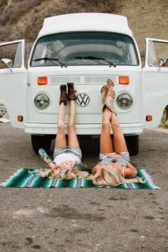 VW bus, Mexican blanket, and great boots Volkswagen Transporter, Volkswagen Bus, Volkswagen Vintage, Vw Vintage, Vw T1, Vw Caravan, Bus Camper, Combi T2, Chevy