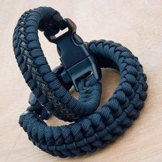 from not sure the name of this but here is how it s done its a cobra weaved into a cobra paracord… – Artofit fishingknottutorials Paracord Bracelet Instructions, Paracord Bracelet Designs, Paracord Tutorial, Bracelet Crafts, Paracord Bracelets, Bracelet Tutorial, Bracelets For Men, Paracord Braids, Paracord Knots