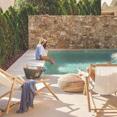 maison avec piscine en style méditerranéen - PLANETE DECO a homes world Small Backyard Pools, Small Pools, Outdoor Pool, Garden Swimming Pool, Swiming Pool, Reforma Exterior, Piscina Rectangular, Rectangular Pool, Kleiner Pool Design