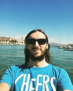 Chorwacja!  A na blogu już znajdziecie wpis o jeziorach plitwickich link w bio! #bio #polishboy #polishboy #polskichlopak #facet #polskifacet #chorwacja #croatian #croatia #trogir #plitwickie #jeziora #plitvice #broda #zarost #longhair #longhairs #dlugiewlosy #okulary #sunglass #wakacje #holiday #holidays