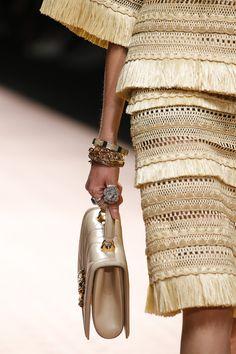 Dolce & Gabbana Spring 2019 Ready-to-Wear Collection - Vogue Gold Fashion, Fashion Wear, Fashion Details, Urban Fashion, Skirt Fashion, Couture Fashion, Fashion Show, Womens Fashion, Fashion Design