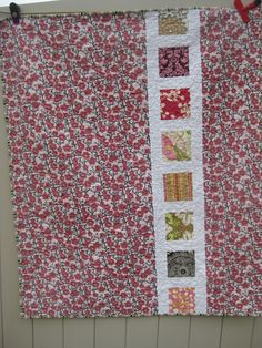 Quilt backing. The back sort of looks like a film roll of negatives. Backing A Quilt, Quilt Border, Quilt Baby, Star Quilts, Easy Quilts, Quilt Blocks, Quilting Projects, Quilting Designs, Patchwork Designs