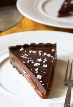 ) - A Spicy Perspective Salted Caramel Chocolate Tart (Gluten Free!) - A Spicy Perspective Or. Salted Caramel Desserts, Salted Caramel Chocolate Tart, Chocolate Caramels, Chocolate Desserts, Salted Caramels, Winter Desserts, Sweet Desserts, Just Desserts, Delicious Desserts