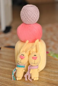 Rabbit Amigurumi - Free Russian Pattern http://lesya-blog.blogspot.ru/2012/11/blog-post_13.html