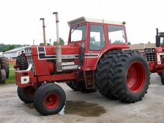 1976 IH 1568 V-8 Black Stripe