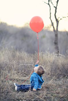 outdoor one red balloon, first birthday with balloons, 1 year photo session outside