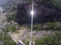 Puente de cristal a 300 metros de altura