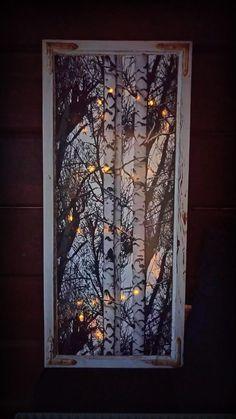Vanha ikkuna päällystetty koivu-kuvioisella dc-fix- sisustusmuovilla. Taakse valot. Loistaa kiva ...