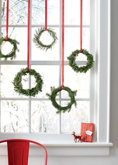 DIY Christmas Decorations - Easy Christmas Wreaths - Easy Handmade Christmas Decor Ideas - Cheap Xmas Projects to Make for Holiday Decorating - Home, Porch, Mantle, Tree, Lights - DIY and Crafts Christmas Decor Diy Cheap, Christmas Window Decorations, Elegant Christmas, Simple Christmas, Christmas Home, Handmade Christmas, Christmas Holidays, Christmas Crafts, Christmas Centerpieces