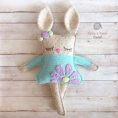 Kijk wat ik gevonden heb op Freubelweb.nl: een gratis haakpatroon van Spin a Yarn Crochet om deze leuke rag doll knuffel te maken https://www.freubelweb.nl/freubel-zelf/gratis-haakpatroon-konijn-11/