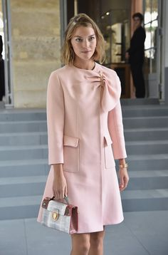 Arizona Muse Photos - Arizona Muse attends the Christian Dior show as part of the Paris Fashion Week Womenswear Spring/Summer 2017 on September 2016 in Paris, France. Fashion Mode, Vogue Fashion, Paris Fashion, Womens Fashion, Classy Outfits, Trendy Outfits, Stylish Dresses, Fashion Dresses, Mode Rose