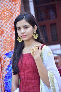 Desi Girl Image, Girls Image, Beautiful Blonde Girl, Beautiful Girl Photo, Beautiful Women, Teenage Girl Photography, Girl Photography Poses, Stylish Girl Images, Stylish Girl Pic