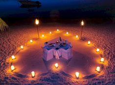 Romantic Dinner Setting, Romantic Picnics, Romantic Beach, Romantic Night, Romantic Places, Romantic Dinners, Beach Romance, Romantic Ideas, Beach Dinner