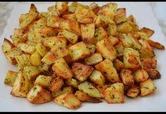 Pomme de terre cuite au four avec un assaisonnement savoureux, recette facile pour réussir des pomme de terre au four à découvrir ici. Best Potato Recipes, Veggie Recipes, Vegetarian Recipes, Parmesan, Super Rapido, Grilling Sides, Cooking On The Grill, Food Is Fuel, Food Diary