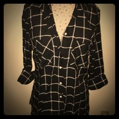 Merona Plaid Buttondown Merona black and white plaid buttondown top with a pocket on each side. Worn once. Could fit a M in an oversized fit as well as a L. Merona Tops Button Down Shirts