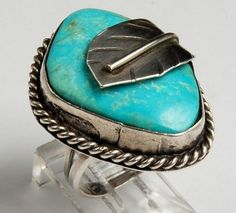 VINTAGE NATIVE AMERICAN TRIBAL STERLING SILVER & TURQUOISE RING