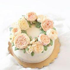 Crema di miele montato ricetta facile e veloce - Trattoria da Martina Chiffon Cake, Martini, Floral, Desserts, Food, Design, Canning, Mascarpone, Tailgate Desserts