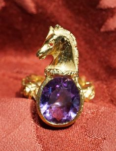 Horse ring, Ring stem with roses, horse head and amethyst stone, version available in silver 925 gold plating  (on order in 18 carat yellow gold.) Gioielleria Dogale Venezia -