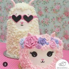Alpaca and Lamb cake. Llama Birthday, Birthday Cake Girls, Cupcakes, Cupcake Cookies, Pretty Cakes, Beautiful Cakes, Baby Decoration, Animal Cakes, Gateaux Cake