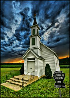 The old church next to Great Grandma's farm. :-) The old Ebenezer Evangelical Church near Paynesville, MN has been closed since but somebody still mows the lawn. Abandoned Churches, Old Churches, Palaces, Art Roman, Old Country Churches, Church Pictures, Take Me To Church, Les Religions, Cathedral Church